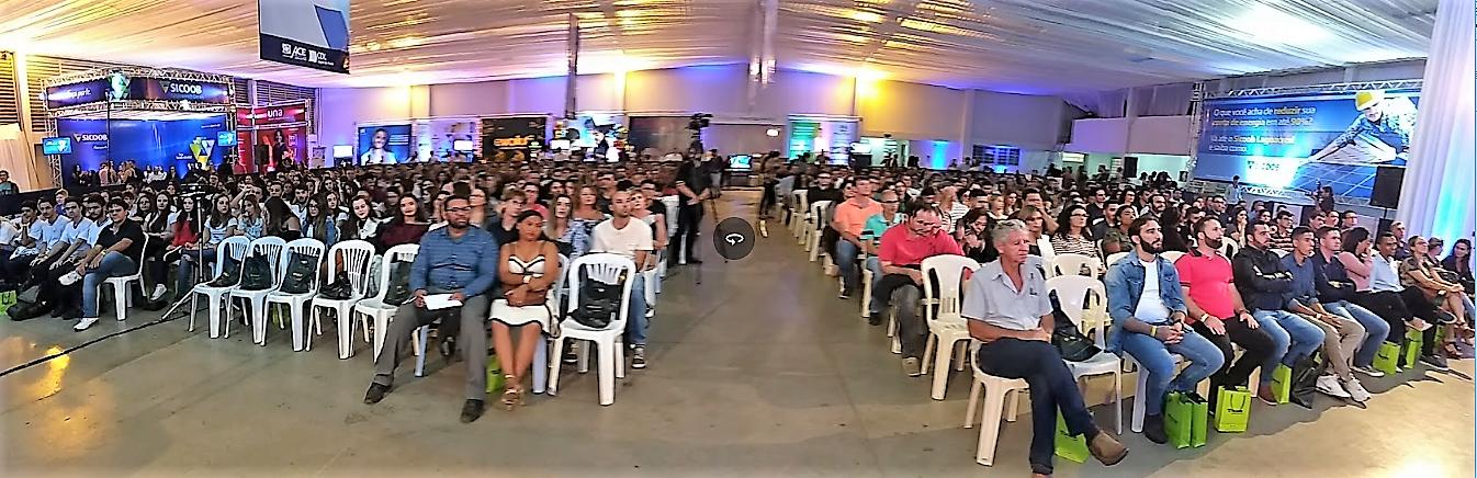 Público lotou o centro catequético