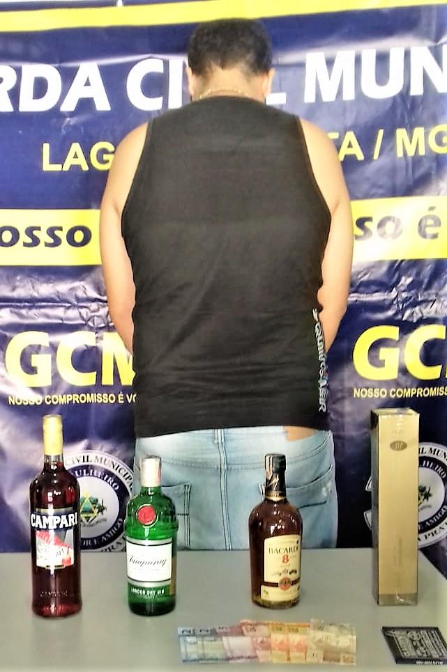 Autor do furto e mercadorias, avaliadas em mais de R$ 400,00. Foto: GCM