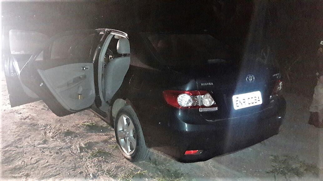 O automóvel da família foi levado pelos assaltantes, mas recuperado